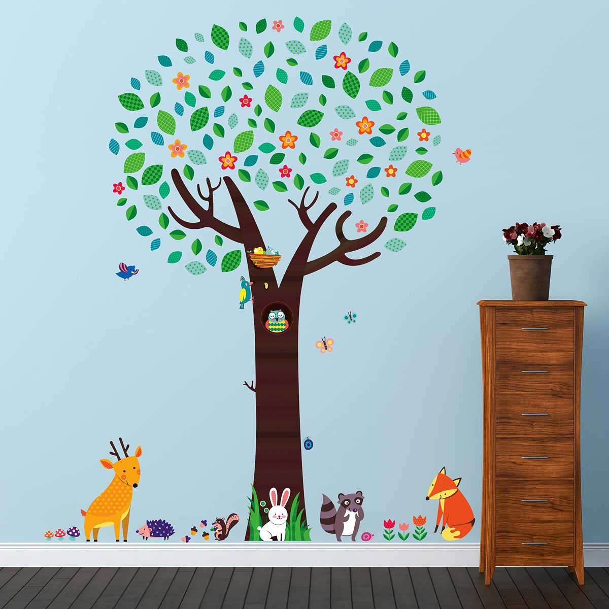 wandsticker gro er baum mit tieren des waldes wandsticker kinderzimmer. Black Bedroom Furniture Sets. Home Design Ideas