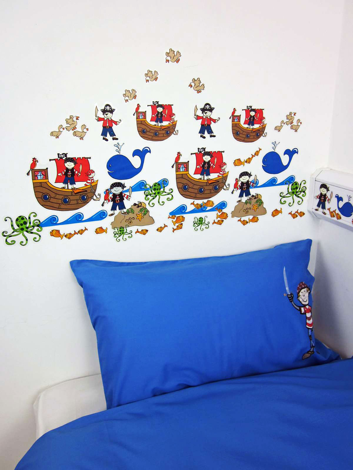 wandsticker wandtattoo kleiner pirat seer uber. Black Bedroom Furniture Sets. Home Design Ideas