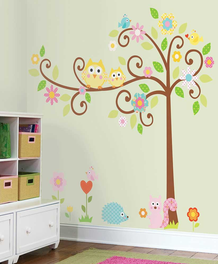 Wandsticker wandbild baum waldtiere scroll tree wandtattoo for Wandtattoo kinderzimmer waldtiere